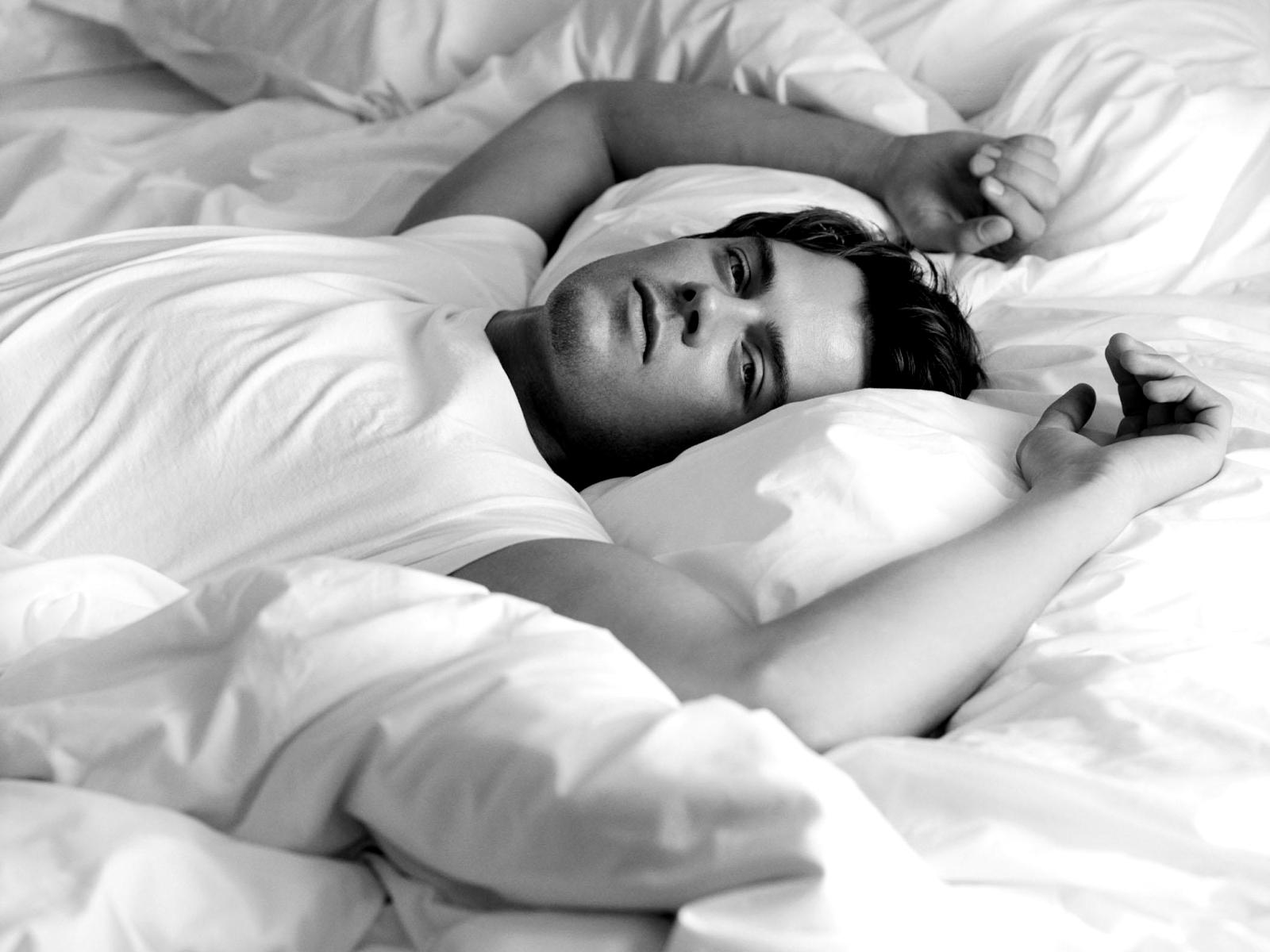 Красивых смотреть парней лежа онлайн картинки