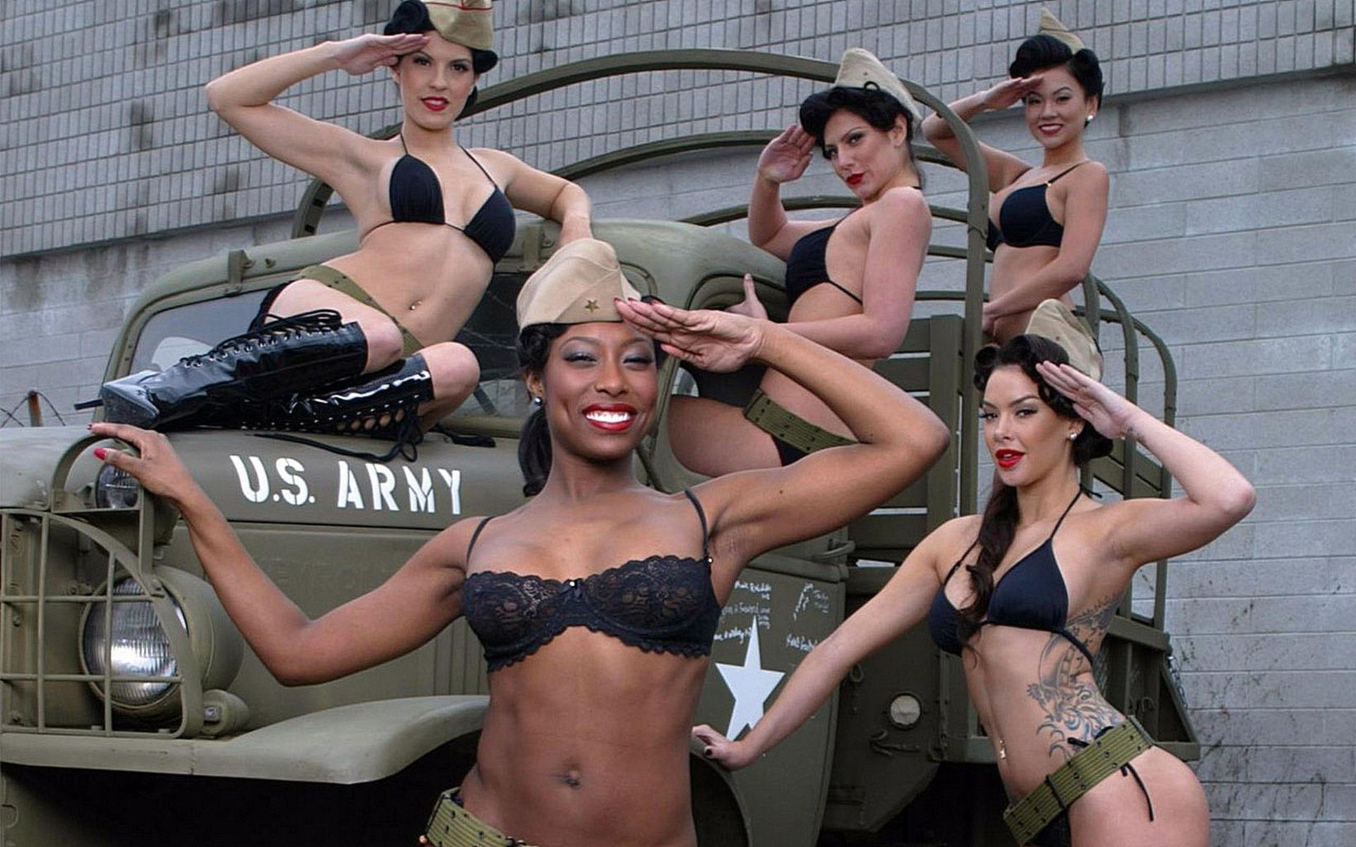 Солдаты трахают телку в армий 26 фотография