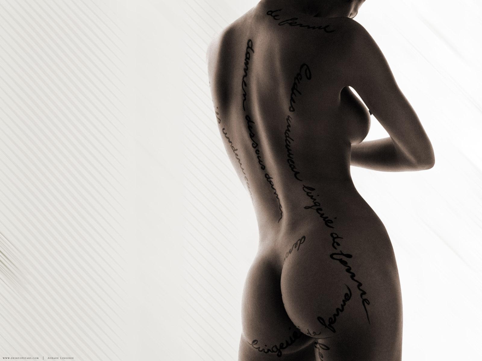 Фотографии голых девушек с надписями на теле, Голые с татуировками девушки - обнаженные фото с тату 6 фотография